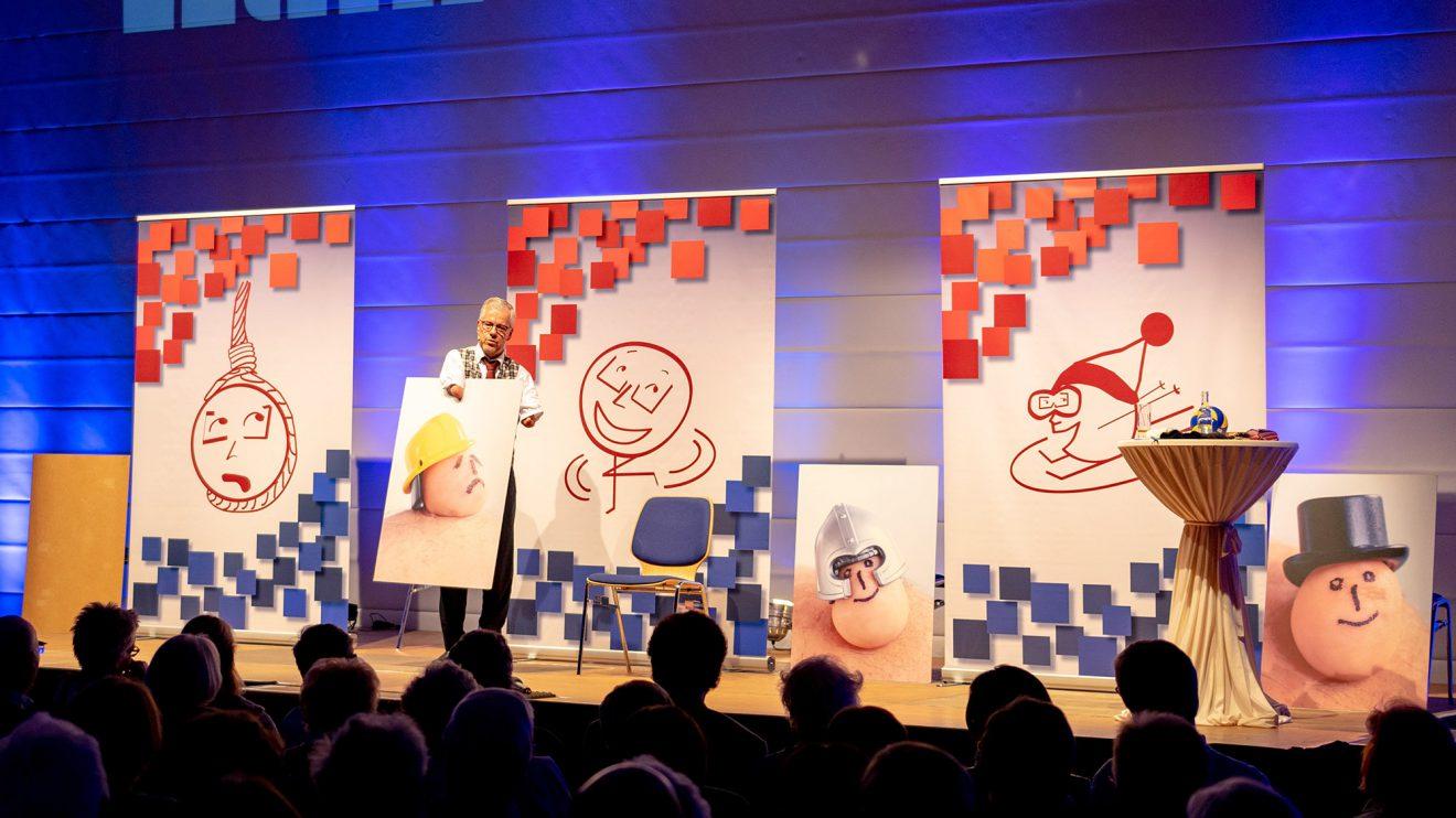 Über das Lachen bringt Rainer Schmidt seinen Gästen die Inklusion nahe.