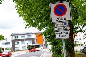 Im Ortskern von Rulle ist das Parken nur innerhalb der gekennzeichneten Flächen gestattet. Werktags von 8 bis 18 Uhr gilt eine Parkscheibenregelung für zwei Stunden. Foto: Gemeinde Wallenhorst