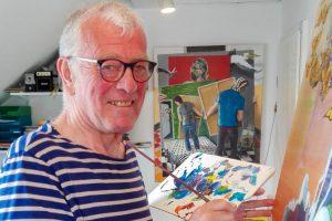 Bernd Steinkamp – hier in seinem Atelier – fordert die Betrachter seiner Kunst auf, die Details in seinen Werken zu entdecken. Foto: Sabine Schrader