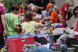 Kinderbücher, Spiele und Spielzeug werden am 31. August wieder beim Flohmarkt im Ruller Haus angeboten. Foto: Imeyer