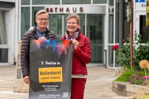 Wie sich die Jugendlichen ihren Ort künftig vorstellen, können sie auf der Wallenhorster Jugendkonferenz thematisieren. Bürgermeister Otto Steinkamp und Ursula Kocks (Fachbereich Bürgerservice und Soziales) laden dazu alle 14 bis 21-Jährigen herzlich ein. Foto: Gemeinde Wallenhorst / Thomas Remme