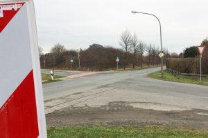 Da die Kreuzung Pyer Kirchweg / Am Pingelstrang / Stüvestraße zu einem Kreisverkehr umgebaut wird, wird der Bereich ab Montag, 16. September, voll gesperrt. Fotomontage: Rothermundt / Wallenhorster.de