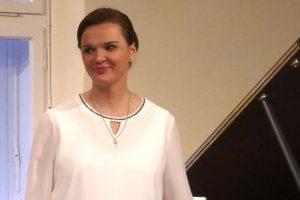 """Mit einem Klavierabend eröffnet das Ruller Haus am Freitag, 20. September um 20 Uhr, die neue Konzertsaison. Die Pianistin Tatiana Liakh interpretiert die zweite Hälfte von P.I. Tschaikowskys """"Jahreszeiten"""". Foto: Annette Berkenbusch"""
