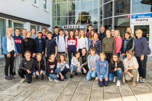 Gruppenfoto vor dem Rathaus. Foto: Gemeinde Wallenhorst / Thomas Remme