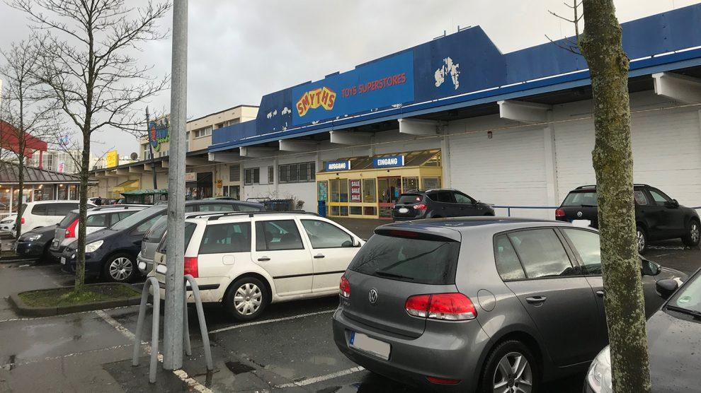 """Aus """"Toys'R'Us"""" wurde vor rund sechs Monaten in Wallenhorst """"Smyths Toys Superstores"""". Ende des Jahres soll der Markt nun endgültig an der Borsigstraße schließen. Foto: Rothermundt / Wallenhorster.de"""