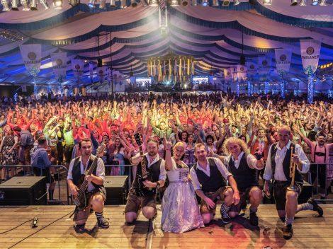 Die Münchner Band 089 beim Hollager Oktoberfest 2019. Foto: Dominik Kluge für Wallenhorster.de