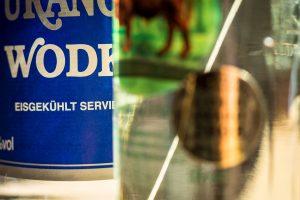 Hochprozentigen Alkohol haben die Jugendlichen Testkäufer in drei von zehn Fällen trotz Ausweiskontrolle erhalten. Symbolfoto: Gemeinde Wallenhorst / Thomas Remme