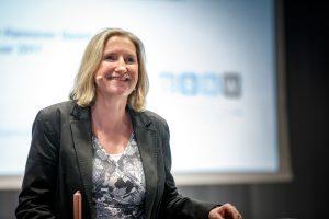 """""""Als blinde Rednerin und Moderatorin öffne ich meinen Zuhörern die Augen"""", sagt Dörte Maack. Das möchte sie auch am Montag (25. November) in Wallenhorst. Foto: Martin Bargiel / BNW"""