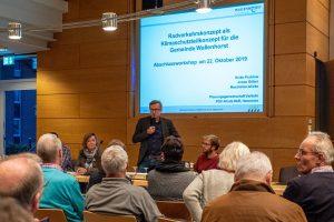 Bürgermeister Steinkamp zeigte sich erfreut über die zahlreiche Teilnahme am Abschlussworkshop zum Radverkehrskonzept. Foto: Gemeinde Wallenhorst / Thomas Remme