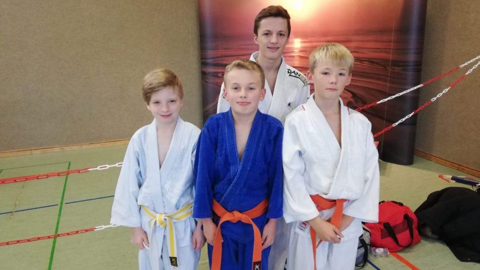Die vier jungen Judoka von Blau-Weiss Hollage in Norden. Foto: Blau-Weiss Hollage