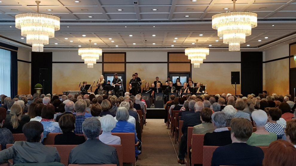 Die Brockhouse Big Band spielt in Kooperation mit dem Remarque Hotel Osnabrück ein Neujahrskonzert mit feinster Big Band Musik in Begleitung von vier Sängerinnen und Sängern. Foto: Brockhouse Big Band