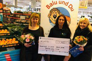 Von links: Frau Niebuhr (Balu und Du), Sandra Völkers (EDEKA) und Ewelina Gocalek (LC Osnabrück) bei der Scheckübergabe. Foto: LC Osnabrück