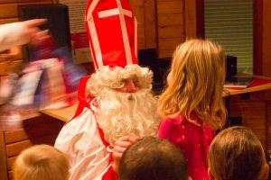 St. Nikolaus besucht die Kinder der Kolpingsfamilie Hollage im Pavillon an der Hollager Mühle. Foto: André Thöle