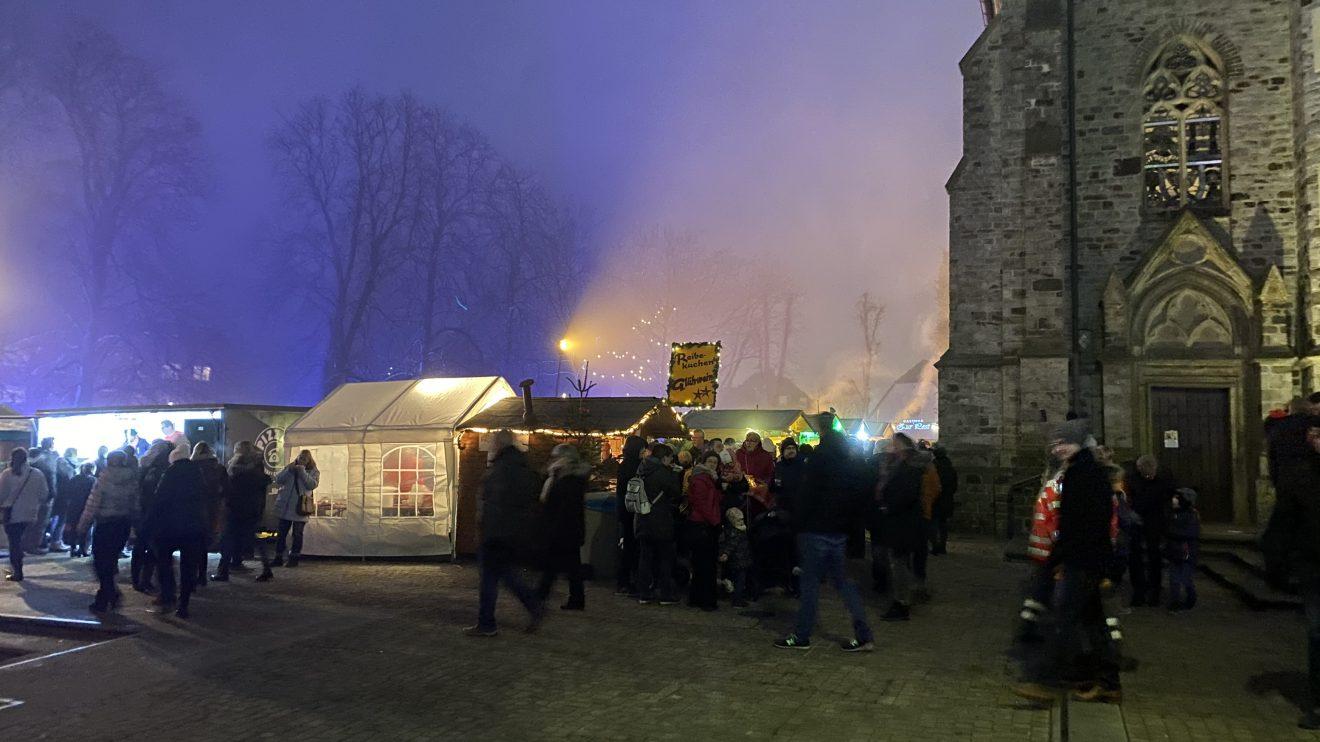 Das Budendorf auf dem gemütlichen Wallenhorster Weihnachtsmarkt 2019. Foto: Rothermundt / Wallenhorster.de