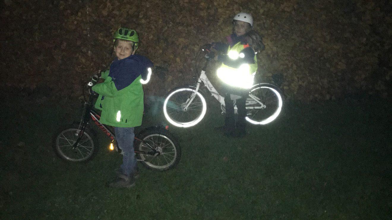 Mit Leuchtweste wird man im Dunkeln besser gesehen. Foto: Polizei Wallenhorst