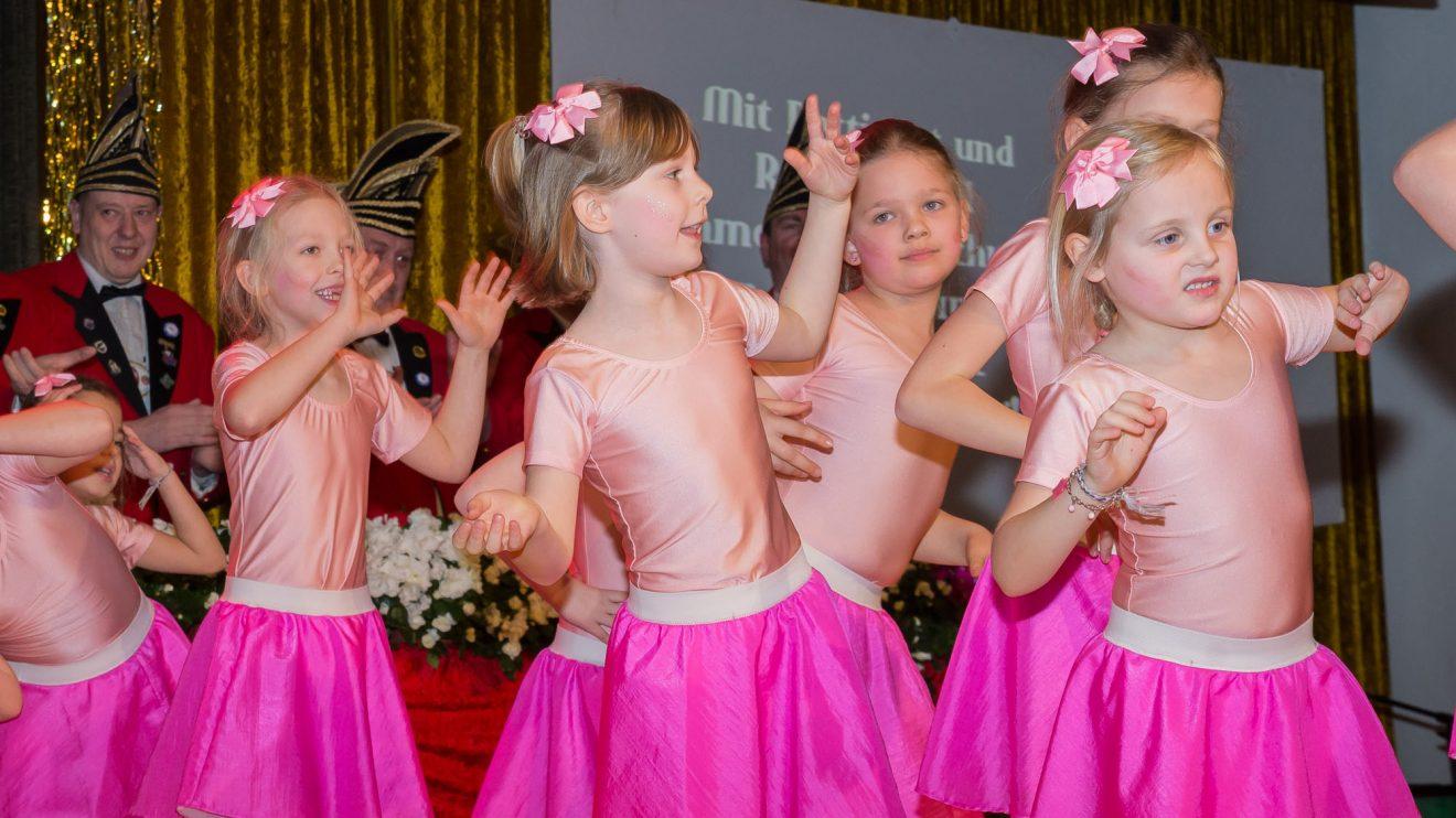 """Die """"Tanzmäuse"""" – die jüngste KKC-Showtanzgruppe – erobern die Herzen ihres Publikums im Sturm. Foto: Dennis Flegel / Kolpingsfamilie Hollage"""
