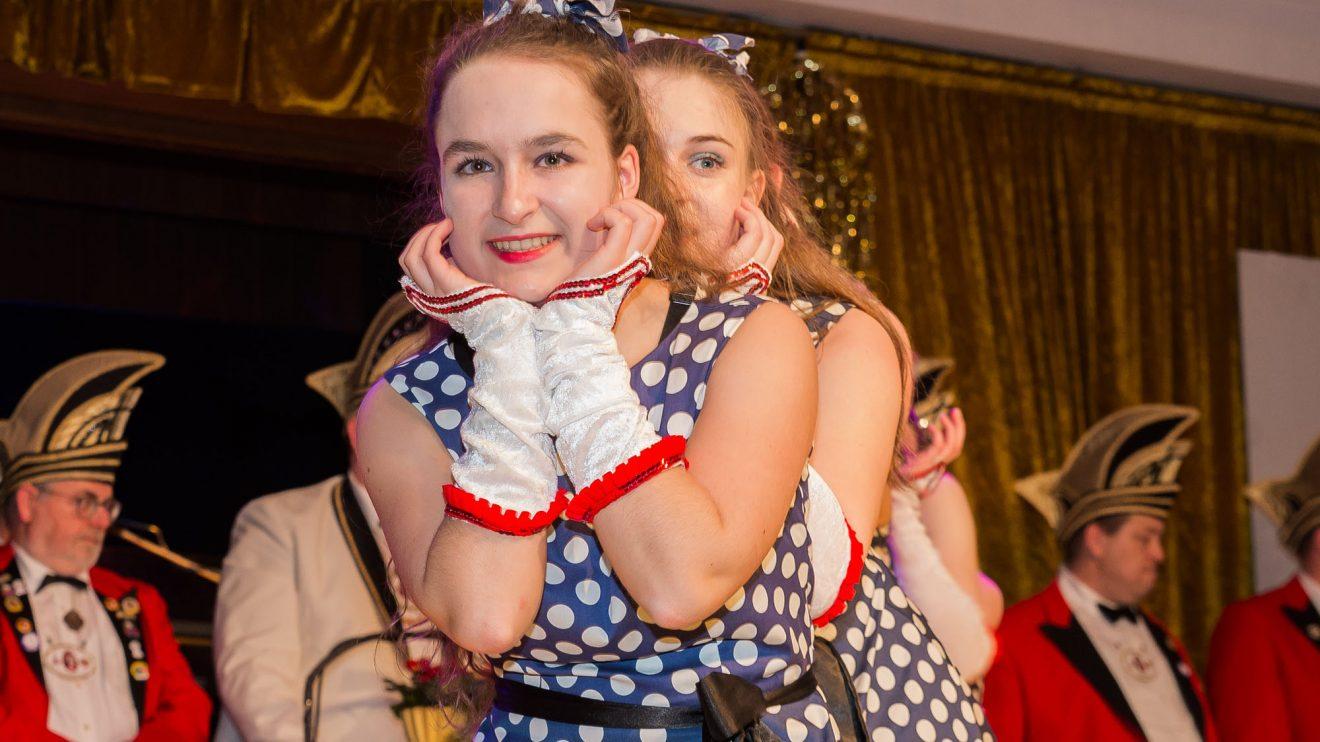"Dem 50er-Jahre-Motto des Prinzenpaares angepasst: die KKC-Showtanzgruppe ""Dancing Queens"". Foto: Dennis Flegel / Kolpingsfamilie Hollage"