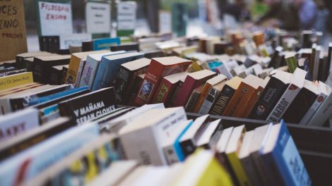 Bücherflohmarkt. Symbolfoto: Pexels / Pixabay