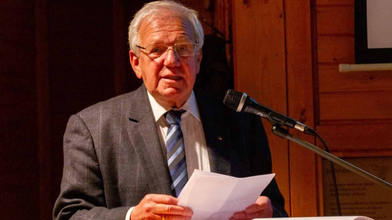 Karl-Heinz Hornhues referiert in persönlichen Worten über die Zeit rund um die Wiedervereinigung. Foto: André Thöle