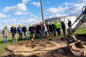 Erster Spatenstich zum Bau des neuen Betriebsgebäudes an der Kläranlage Barlager Esch. Foto: André Thöle / Gemeinde Wallenhorst