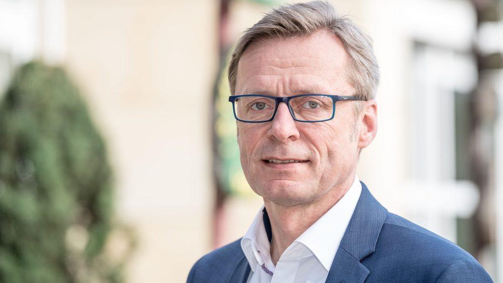 Bürgermeister Otto Steinkamp ruft die Wallenhorster Bürgerinnen und Bürger auf, die Corona-Krise rücksichtsvoll und weitsichtig zu bewältigen. Foto: Gemeinde Wallenhorst / Thomas Remme