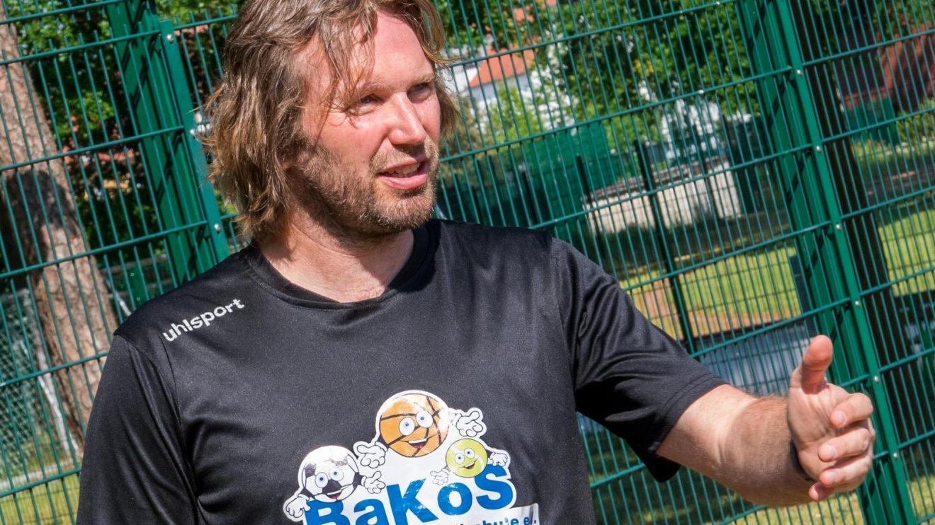 Stefan Wessels erläutert das Hygiene- und Spielkonzept der BaKoS. Foto: André Thöle / Gemeinde Wallenhorst
