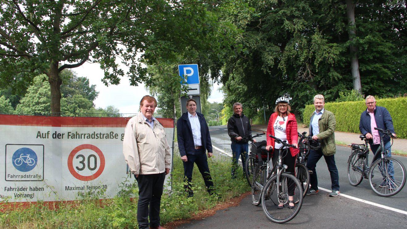v.l. Alfons Schwegmann, Tobias Brüwer, Hans Stegemann, Sabine Steinkamp, Markus Steinkamp und Norbert Hörnschemeyer. Foto: SPD/FDP-Gruppe Wallenhorst