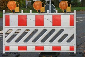 Straßensperrung und Baustelle. Symbolfoto: Manfred Richter / Pixabay
