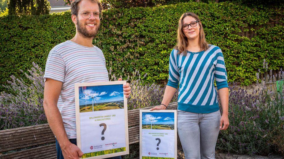 Stefan Sprenger und Isabella Draber freuen sich auf vielfältige Bewerbungen mit vorbildlichen Umwelt- und Klimaschutzprojekten. Foto: Thomas Remme / Gemeinde Wallenhorst