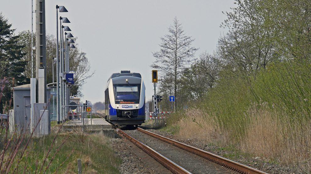 Die Nord-West-Bahn fährt im ländlichen Bereich. Symbolfoto: Erich Westendarp / Pixabay