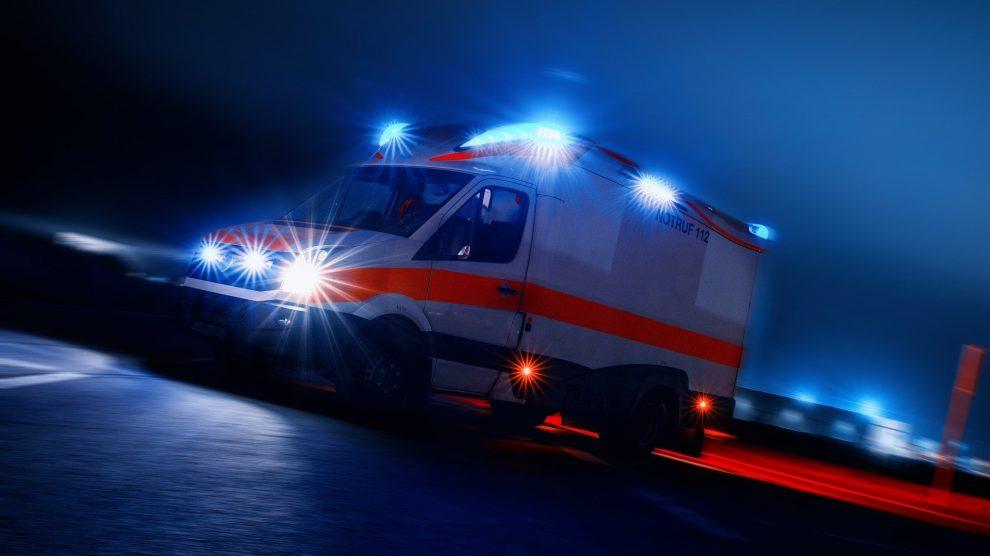 Rettungswagen im Einsatz. Symbolfoto: Thorsten Töller / Pixabay