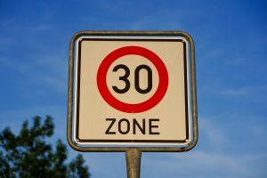 Tempo 30 Zone vor allen Schulen? Symbolfoto: EM80 / Pixabay