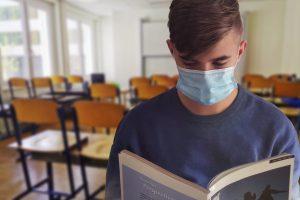 Mund-Nasen-Schutz in der Schule. Die Regeln haben sich in Stadt und Landkreis noch einmal verschärft. Symbolfoto: Alexandra_Koch / Pixabay