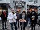 Der Wallenhorster Marketingverein auf Weihnachtsmission in der Gemeinde. Foto: Wir für Wallenhorst e.V. / konsequent PR