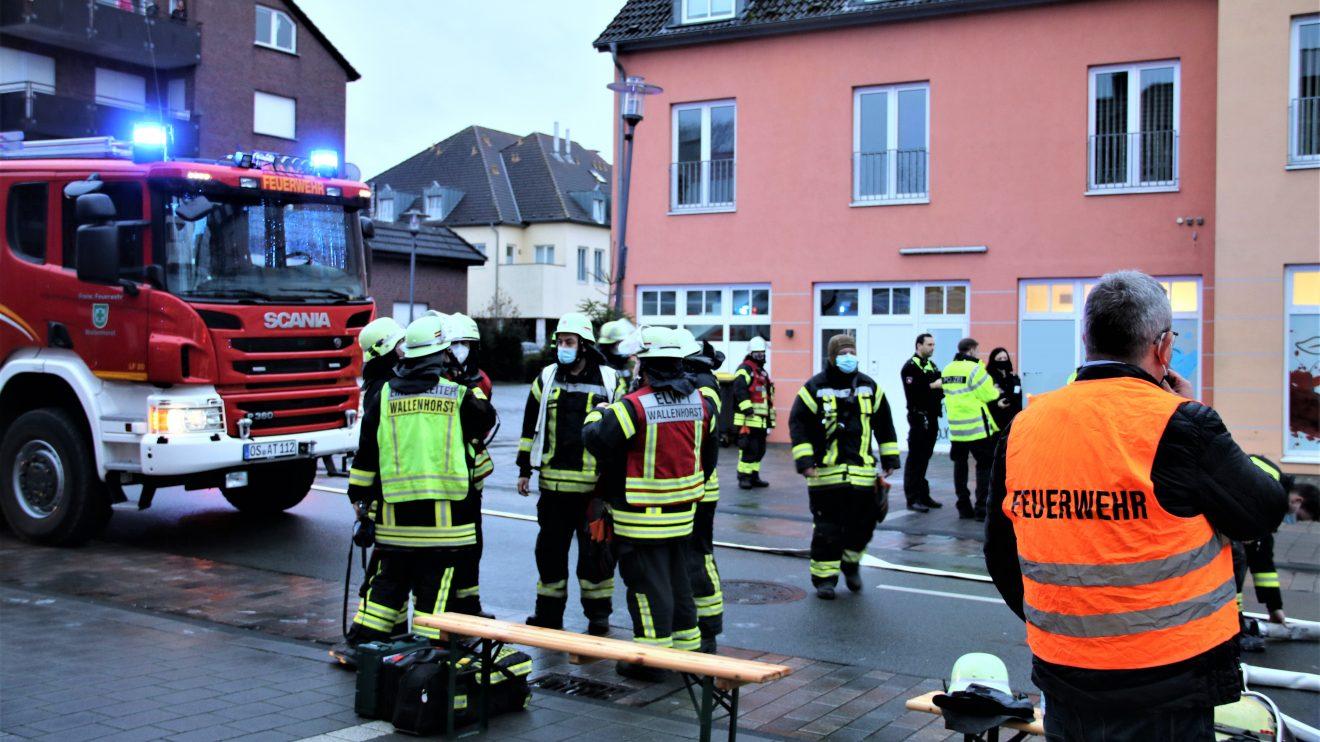 Heute Nachmittag mussten Feuerwehr, Rettungsdienst und Polizei zu einem Einsatz in die Große Straße ausrücken. Foto: Marc Dallmöller