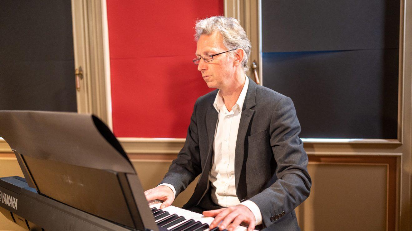 "Das Streaming-Konzert ""Musical meets Christmas"" als Streamingkonzert im Internet, hier mit Tjaard Kirsch. Foto: André Havergo"