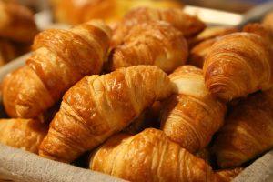 Wo gibt es rund um Weihnachten frische Brötchen und Croissants in Wallenhorst? Symbolfoto: Pexels auf Pixabay