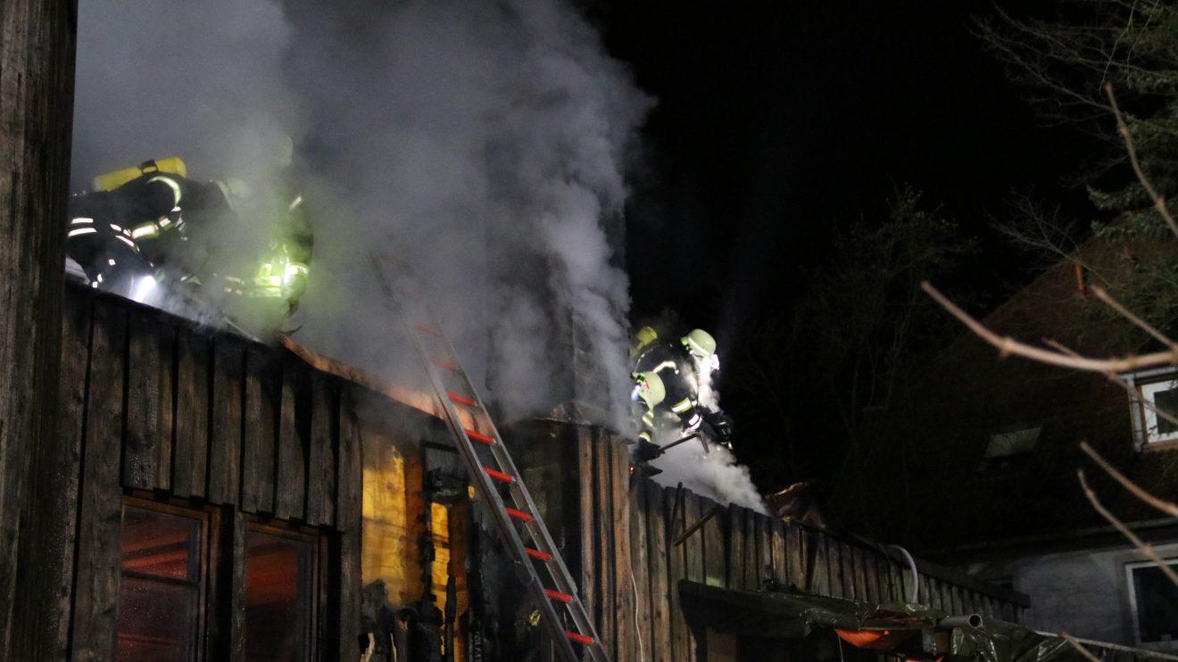 Die Freiwilligen Feuerwehren aus Wallenhorst und Rulle waren im Ortsteil Lechtingen in der Nacht im Einsatz. Foto: Marc Dallmöller