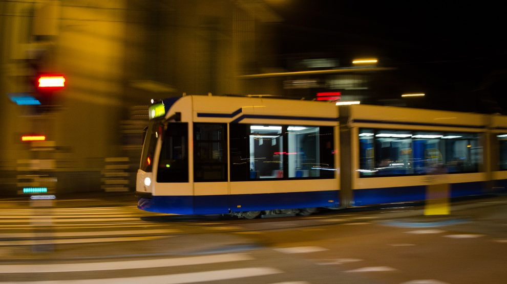 Eine Stadtbahn. Symbolfoto:Rudy and Peter Skitterians / Pixabay