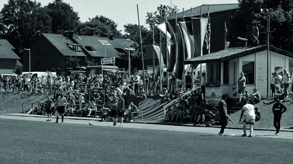 Von 1985 bis 2019 hatte das Internationale C-Junioren-Fußballturnier seinen festen Platz im Veranstaltungskalender der Region. 35 Mal in Folge wurde der Hollager Benkenbusch dabei am Pfingstwochenende zur Bühne von hochklassigem Jugendfußball. Archivfoto: Blau-Weiss Hollage