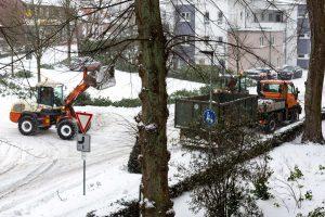 Der Baubetriebshof ist mit allen verfügbaren Fahrzeugen im Winterdienst-Einsatz. Foto: André Thöle / Gemeinde Wallenhorst