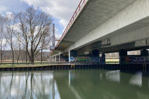 Die 262 Meter lange Brücke auf der A 1 über den Stichkanal und die Hase wird aufwändig saniert und damit zukunftsfähig gemacht. Foto: Autobahn Westfalen