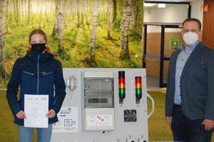 Die GenerationenWerkstatt im Unternehmen EAB Elektrotechnik GmbH in Wallenhorst mit Schülern der Gesamtschule Bramsche. Foto: Babette Rüscher-Ufermann / GenerationenWerkstatt