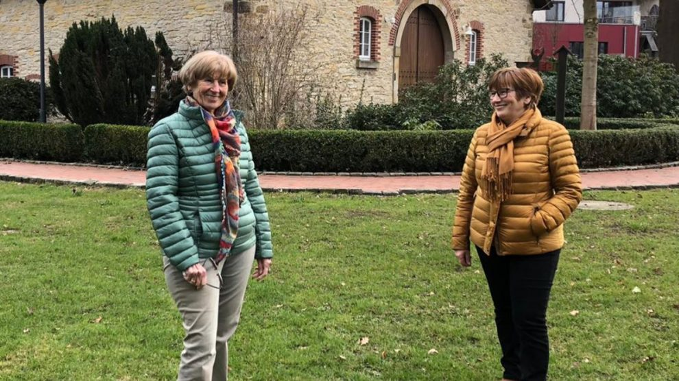 """Marlen Beyer und Marlene Posnin am """"Dulings-Hof"""" in Wallenhorst. Foto: CDW"""