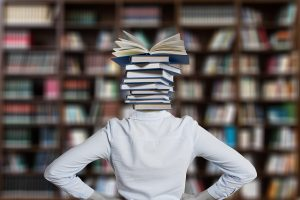 Die Kath. öffentl. Bücherei (KÖB) St. Johannes Rulle darf ab Sonntag, 21.03.2021, wieder eingeschränkt öffnen. Symbolfoto: Gerd Altmann / Pixabay