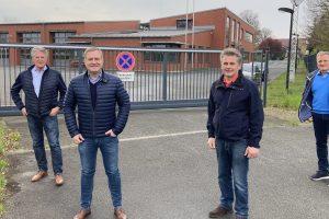 Hubert Pohlmann, Guido Pott, Hans Stegemann und Martin Lange (v.l.n.r.) begrüßen die zusätzliche Sicherheit an der Engter Straße. Foto: SPD Wallenhorst