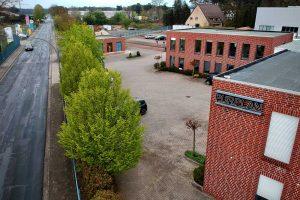 Auf dem Gelände der Purplan GmbH lädt die Kolpingsfamilie Hollage zum Auto-Gottesdienst ein. Foto: Volker Holtmeyer / Kolpingsfamilie Hollage