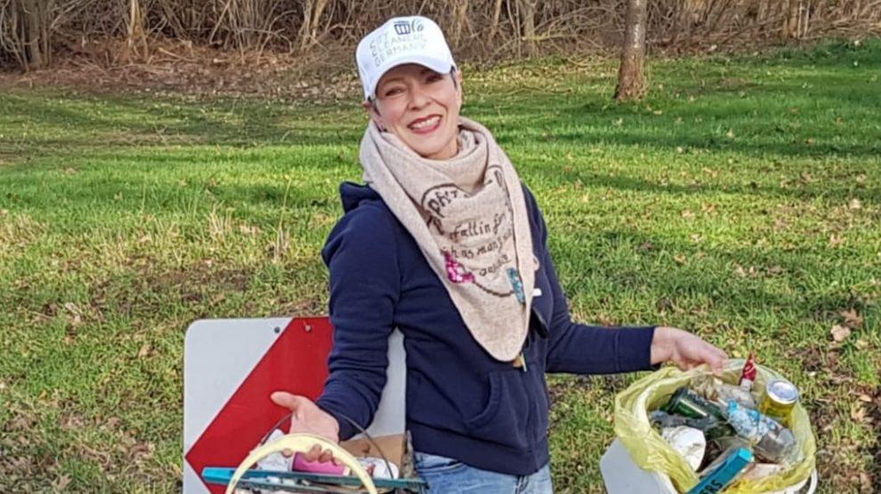 """Die Wallenhorsterin Birgit Schad engagiert sich gegen den """"wilden Müll"""" in der Gemeinde Wallenhorst und nun auch mit Bündnis 90 / Die Grünen. Foto: Birgit Schad"""