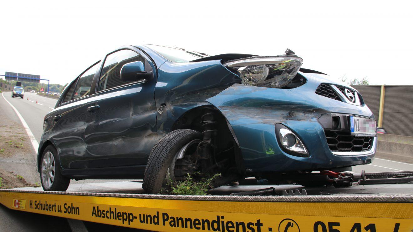 An der Anschlussstelle Osnabrück-Nord in Wallenhorst hat sich am Samstagnachmittag schwerer Verkehrsunfall ereignet. Auch ein Rettungshubschrauber war im Einsatz. Foto: Marc Dallmöller / md-foto.com