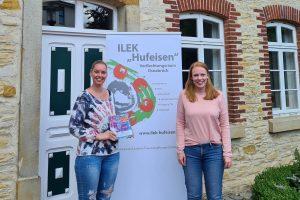 Stephanie Letkemann von der LEB und Regionalmanagerin Mona Berstermann organisieren die Ausbildung zum Hufeisen-Guide. Foto: LEB Wallenhorst